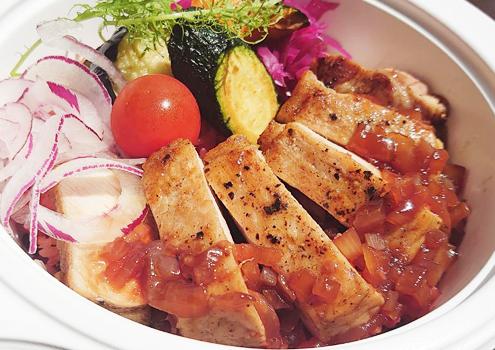 余市北島豚ロースの厚切りステーキと十六穀米丼